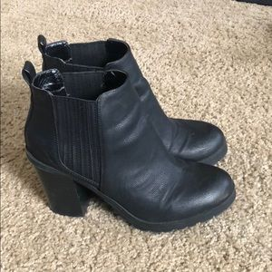 Shoes - Leather Chelsea bootie with heel
